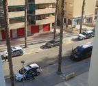 Imagen de la calle Barcelona, donde se está produciendo la operación policial.