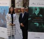 Pla general del director general de la Fundació Pau Casals, Jordi Pardo, i l'agregada cultural del Consolat General d'Uruguai a Barcelona, Sylvia Roig, aquest dimarts 17 d'abril de 2018.