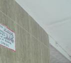 El cartell expressava: «Para la droga, llamen al 3º5ª o 3º6ª, Sr. Pedro, y no rompan más la puerta. Gracias».