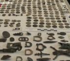 Els detinguts feien servir detectors de metalls i removien la terra per trobar material d'interès per lucrar-se'n posteriorment.