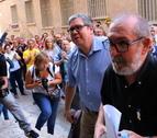 L'alcalde de Roquetes, Paco Gas, accedint al jutjat de Tortosa acompanyat del seu advocat, Javier Faura.