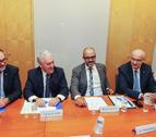 El alcalde de Vila-seca, Josep Poblet, y el conseller de Interior, Miquel Buch, en la Junta Local.