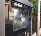 Imatge del parquímetre amb la pantalla trencada.