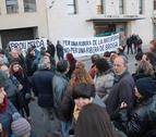 Concentración delante la sede del Consell Comarcal de la Ribera d'Ebre en contra del proyecto de vertedero de Riba-roja.