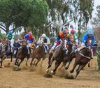 Els genets competint pel primer lloc en una de les tres curses que han disputat
