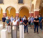 L'alcaldessa de Valls, Dolors Farré, i dels membres de la Taula de Coordinació i el patronat de la Fundació de les Festes Decennals, en l'anunci de l'ajornament de la festivitat.