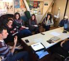 Una reunió dels membres de la Xarxa d'Entitats per l'Economia Social i Solidària del Baix Penedès.