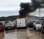 Imatge de la furgoneta que ha cremat a Calafell aquest matí