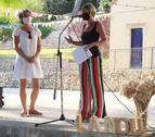 L'alcaldessa de la Nou i la presidenta de la Diputació durant el pregó.