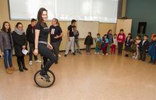 La concursant de 'Gran Hermano' Niedziela Raluy ofereix un taller de circ