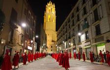 La plaça del Mercadal emmudeix per escoltar el cant de Saetes