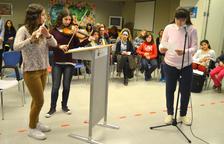 El Dia Mundial de la Poesia omple de versos la Residència Vila-seca