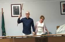 Amadeu Benach rebent la vara d'alcalde