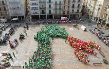 Un millar de niños recrean el Drac de Reus en el Hola Sant Pere