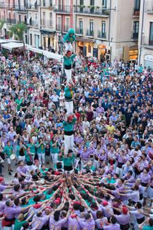 Sant Joan de contrastos a la plaça de la Font