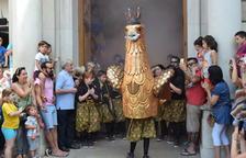 L'Àliga Petita de Reus reina por un día en la Plaça Mercadal