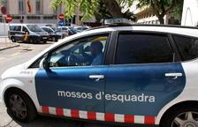 Plan|Plano abierto del vehículo de los Mossos que ha trasladado el acusado del homicidio de una en Salou, saliendo de la Audiencia de Tarragona, el 26 de agosto del 2016