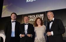 El Director Executiu de Química de Repsol, Juan Carlos Ruiz i la directora d'Estratègia, Innovació i Control de Química de la companyia, Clara Rey, van recollir el premi.