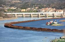 Acuamed resol les traves administratives i ecomana a Tragsa la descontaminació del pantà de Flix pendent