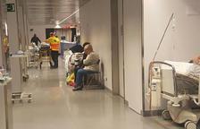 Imatge del dimarts al matí, quan hi havia pacients al passadís.