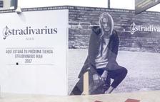 El cartell ubicat actualment a la futura botiga Stradivarius Man.