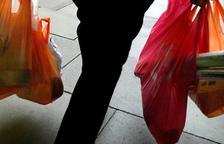 El gobierno español prohíbe a partir del 2021 las bolsas de plástico que no sean compostables.