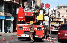 Un incendi crema a Reus 2,5 hectàrees de matolls al costat de l'hospital Sant Joan