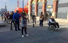 Una cofrade pide participar en la procesión con silla de ruedas