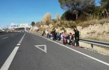 Denuncien el perill que suposa la parada de bus del Pont del Diable