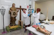 La talla de la Verónica pasa por el taller, estropeada por las humedades