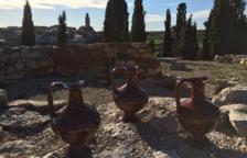 L'oli és una varietat empeltre procedent d'oliveres centenàries.