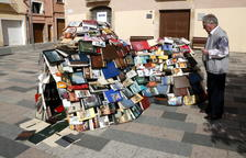20.000 libros adornan las calles de Vila-seca por Sant Jordi