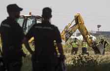 La policia busca el cadàver en uns terrenys situats al costat del tanatori del poble.