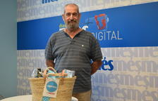 Antonio Olmos recull el premi de la cistella del Diari Més