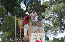 Inicien l'enderroc del monòlit franquista del Coll del Moro a Gandesa