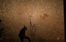 La Coordinadora de Balls de Diables Tradicionals quema, por primera vez, en Reus