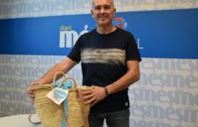 Xavier Sáez recull el premi de la cistella del Diari Més