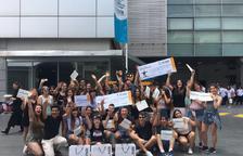Fotografia de família dels estudiants tarragonins després d'haver recollit el premi.
