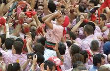 Quico Pino celebra el primer 2 de 9 amb folre i manilles descarregat pels Xiquets de Tarragona.