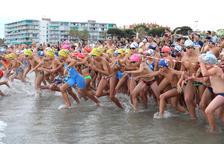 Uns 500 nedadors han participat en la 30ª edició de la travessia de natació a la platja de la Pineda.