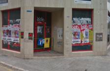 La indigente habita en el antiguo banco cerrado de la calle Orosi esquina con