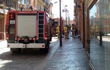 Cinco dotaciones de Bomberos trabajan en las tareas de ventilación por el humo.