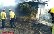 Un incendi crema 500 metres quadrats de vegetació a la Canonja