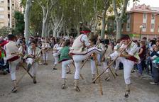 El Ball de Pastorets en fa deu i dansa envoltat de colles del territori
