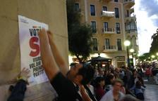 El soberanismo tarraconense lleva a cabo una pegada de carteles masiva