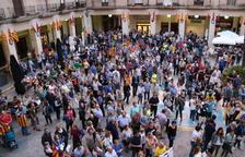 Pla obert de centenars de persones concentrades a la plaça de l'Ajuntament de Tortosa, aquest 20 de setembre de 2017