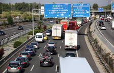 El cotxe, el mitjà de transport més car en els trajectes de mitja distància