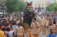El Seguici de Tarragona camí a la professó de Santa Tecla.