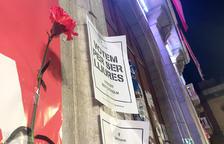 Imatge d'alguns dels cartells engaxats a la façana de l'Ajuntament de Tarragona.