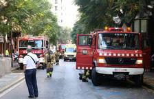 Un incendi en un camió d'electrodomèstics obliga a tallar la C-221